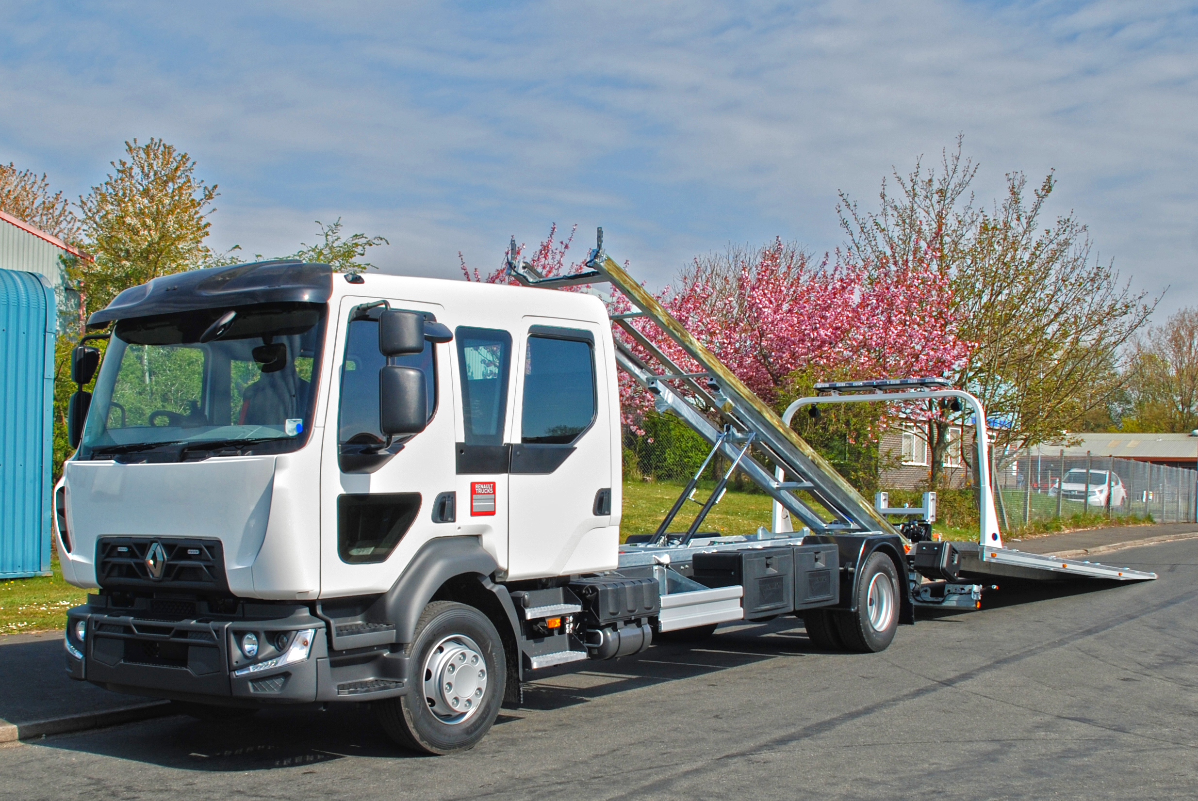 New stock Renault D14 240 Crew Cab 14t bed back