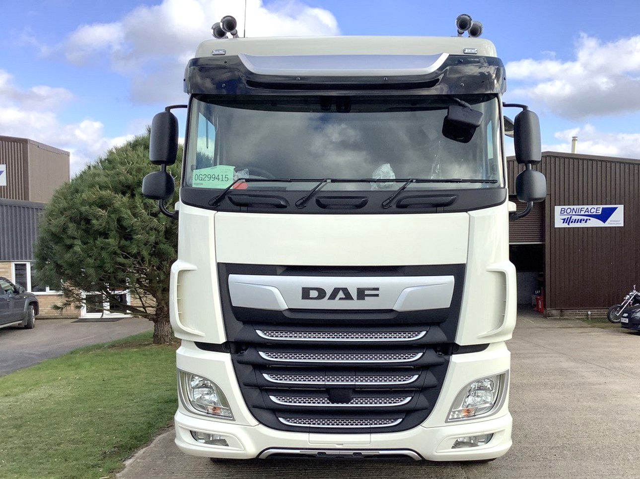 New stock DAF 6x2 XF530 front